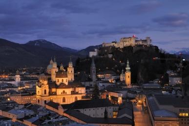 Salzburg_-_Panorama_(nachts)2